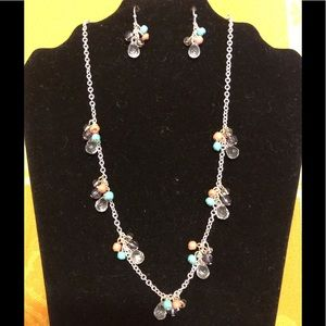 PRETTY🌺 BEADS NECKLACE🌺ON A SILVER CHAIN🌺NEW